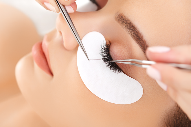 80b7805ac7e It's not just celebrities who are wearing eyelash extensions anymore –  these days, you're likely to spot them just about anywhere you go.