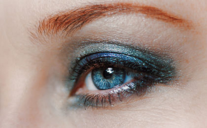 Rock coloured eyeliner like a pro